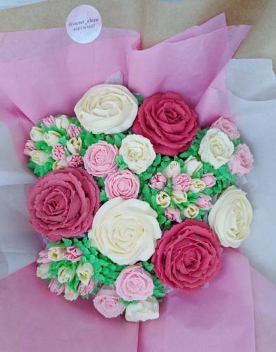 12 Cupcake Bouquet Aerial View