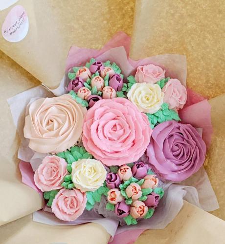 7 Cupcake Bouquet Aerial View